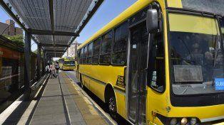 Una mujer está en estado crítico tras ser atropellada por un ómnibus en la zona norte