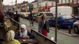 Tras el shock. Musulmanas conversan en un bar de Manchester.