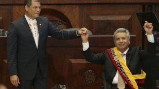 traspaso. Lenín Moreno recibió la banda de Rafael Correa.