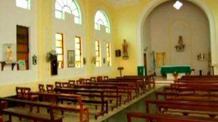 Monte vera. El sacerdote cumple su tarea en la Parroquia La Merced.