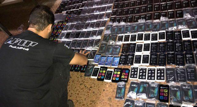 Los teléfonos fueron incautados en varios procedimientos realizados en Once.