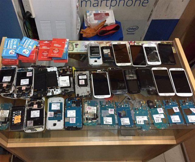 Intentan devolver a sus dueños unos 2.500 celulares robados e incautados en allanamientos
