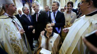 Antes de la homilía. Monseñor Poli recibió a Macri, Awada, Michetti y demás autoridades en la catedral porteña.