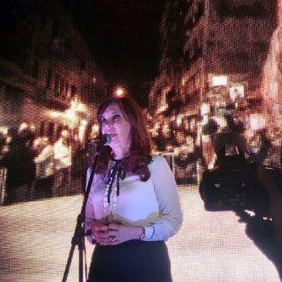 cristina tuvo su acto anoche ante una multitud a la que pidio poner limites al gobierno