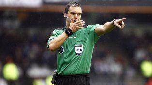 El árbitro Patricio Loustau.