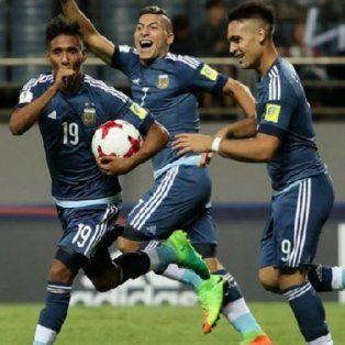 El Sub 20 goleó 5 a 0 a Guinea pero depende de una combinación de otros resultados para poder pasar a la próxima ronda del Mundial.