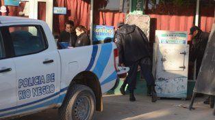 La policía encontró hoy al niño en el interior de un freezer del comercio de su familia.