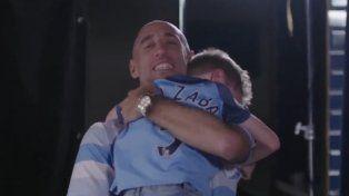Zabaleta se emocionó junto a su pequeño fanático en su despedida de Manchester City.