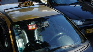 El taxista y su acompañante terminaron demorados en la seccional de Empalme.