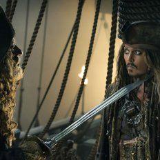 Johnny Depp sigue generando risas, se enfrenta a los piratas comandados por el capitán Salazar