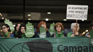 Numerosas entidades vienen reclamando la despenalización del aborto. Por año se realizan 400 mil abortos clandestinos en el país.