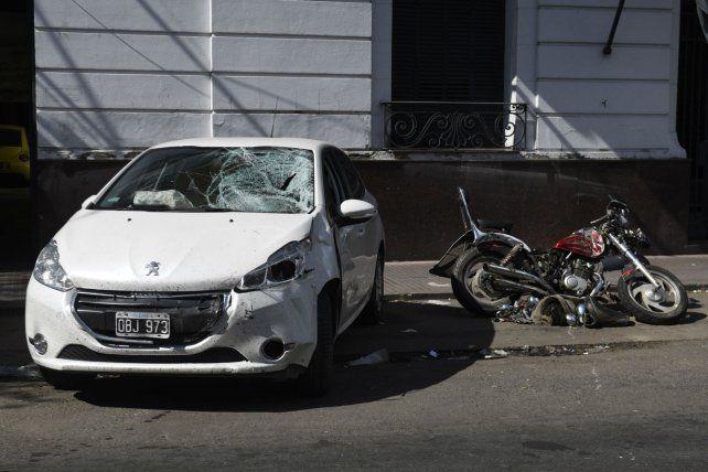 Huellas. El Peugeot 208 embistió a la moto