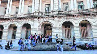 futuro incierto. Pese a que el acuerdo salarial del 2016 venció el 28 de febrero, aún no asoma ningún acercamiento en las negociaciones de los docentes universitarios con el gobierno.