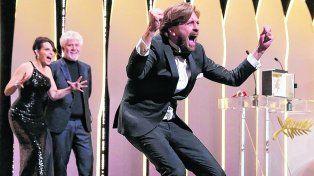 euforia sueca. El realizador Ruben Ostlund celebró al ganar por The Square. Almodóvar y Binoche, felices.