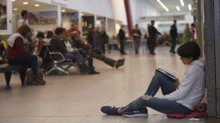 Un grupo de pasajeros quedó varado en el aeropuerto de Fisherton por una falla técnica.