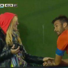 Una fotógrafa consoló a Cvitanich en la cancha y Chechu Bonelli respondió en Twitter