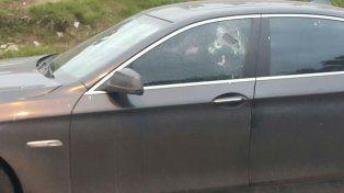 Al empresario ganadero le efectuaron un disparo en la ventanilla del conductor. (Foto vía Twitter @JoseljuarezJOSE)