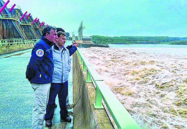 Inspección. El secretario nacional de Protección Civil recorrió Salto Grande y Concordia y analizó la situación.