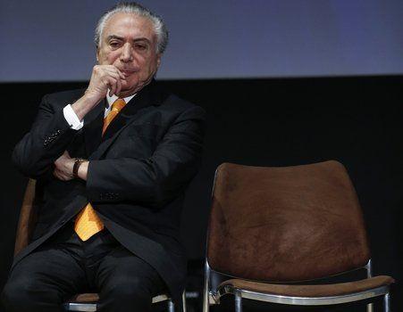 En la cuerda floja. El mandatario se apresta a hablar durante un foro de inversiones en San Pablo.