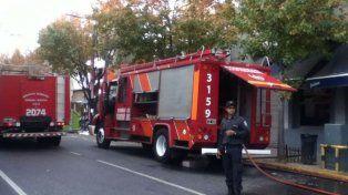Una mujer resultó herida al intentar salvar a sus mascotas de un incendio en su casa