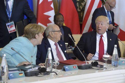 pressing. La alemana Angela Merkel parece cuestionar a Trump durante la reciente cumbre del G-7 en Italia.