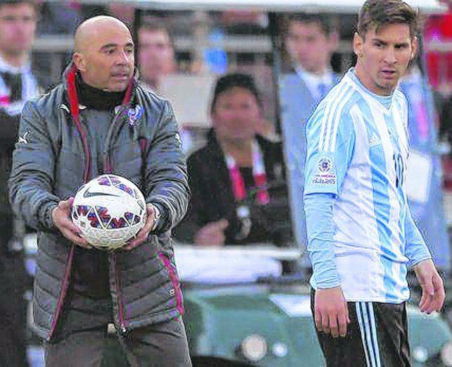 Manos a la obra. El Zurdo Sampaoli tendrá el desafío de armar un equipo en el que pueda brillar Lionel Messi.