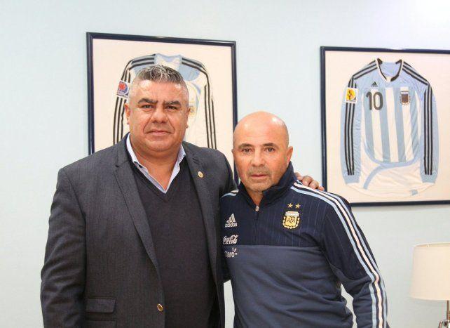 Tapia confirmó que Sampaoli firmó contrato con el seleccionado argentino por cinco años.