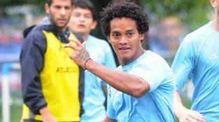 El futbolista colombiano fue hallado en un charco de sangre pero está fuera de peligro.