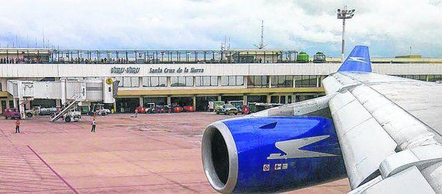 santa cruz de la sierra. El vuelo de Ezeiza a Miami aterrizó de emergencia en el Aeropuerto de Viru Viru.