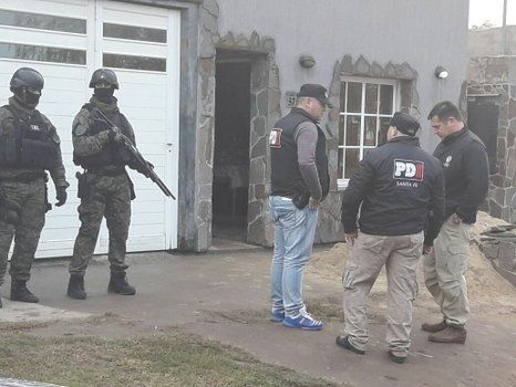 en la casa de El chino. Agentes de la PDI realizaron cinco allanamientos y secuestraron nueve armas.