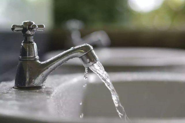 Aguas supervisará la ordenanza sobre el lavado de veredas