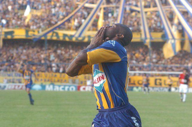 La Cobra. Paulo Wanchope marcó el 2 a 0 aquel 10 de diciembre de 2006 en Arroyito.