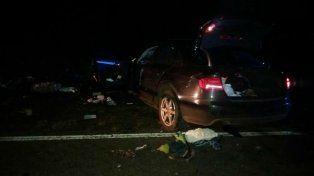 Destrozados. Los tres ocupantes de los vehículos murieron en el acto a causa de la violentísima colisión.