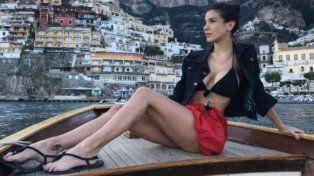 Andrea Rincón llamó la atención con sus curvas en la costa italiana de Positano