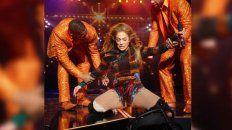 jennifer lopez se lesiono en pleno show pero igual siguio ayudada por sus bailarines