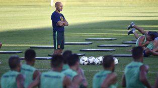 Atento. Montero sigue de cercael movimiento de sus dirigidos.El equipo levantó mucho su nivel.