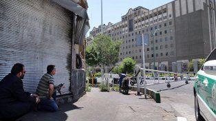 Personal de seguridad toma posición frente al parlamento de Irán