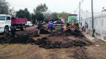El barrio San Cayetano, en el extremo oeste de la ciudad, fue ayer escenario de una intervención integral. Hubo tareas de poda, zanjeo, el Imusa esterilizó mascotas y se realizaron controles a comercios.