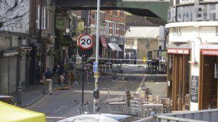 Tragedia. El área acordonada de comercios donde los yihadistas mataron a civiles a cuchilladas