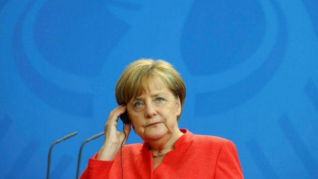 Merkel catalogó de triste e innecesario el debate sobre las bodas gay