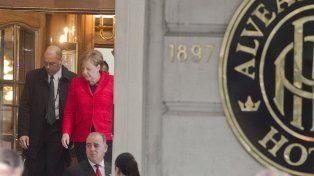 Merkel sale del Hotel Alvear porteño.
