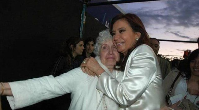 Imagen de archivo. Cristina junto a su madre.