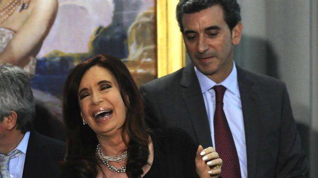 El intendente de Avellaneda comparó a Cristina con un campeón de boxeo y a Randazzo con un pibe que sube al ring y le pega una patada en la rodilla.