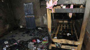 Cuatro nenas murieron mientras dormían al incendiarse una precaria vivienda
