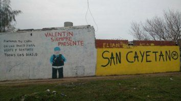 recuerdo. En la zona oeste un mural recuerda a un chico que está desaparecido.