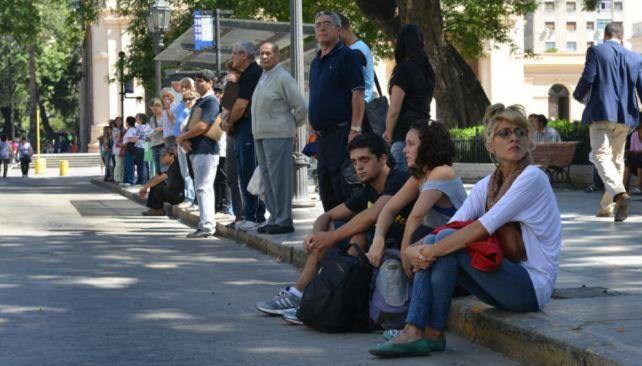 Centrales obreras cordobesas marchan en respaldo de los colectiveros en huelga