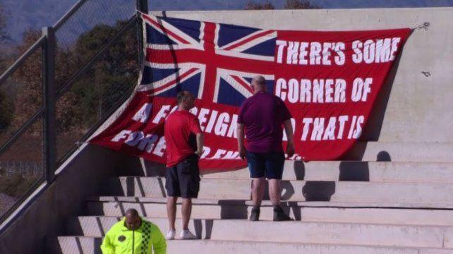La bandera que colocaron hinchas ingleses en la previa del partido entre Los Pumas - Inglaterra.