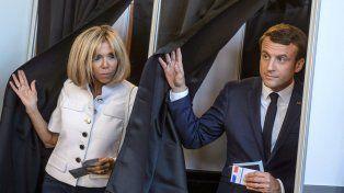 Voilá. Macron y su esposa
