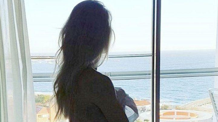 Sola y desde Punta del Este, Nicole publicó fotos sensuales y frases picantes