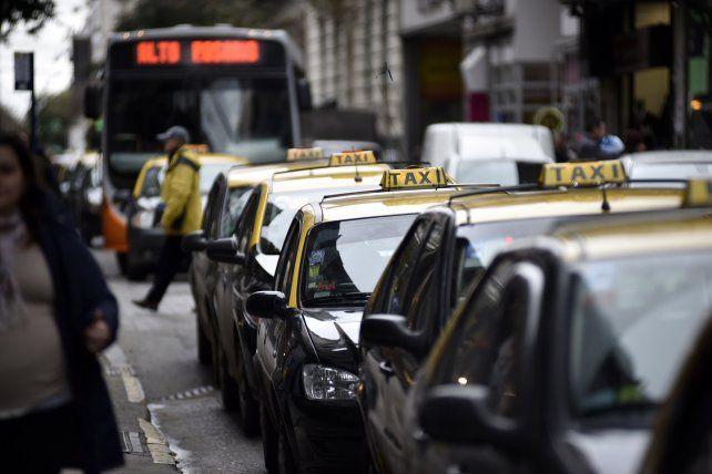 A fin de mes vencen 500 chapas de taxis. (Foto de archivo)